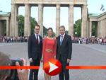 Prinzessin Victoria beim Gang durch das Brandenburger Tor in Berlin