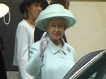 Queen Elizabeth II.: Mit Bauchschmerzen im Krankenhaus