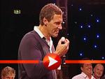 Ralf Moeller spuckt Tischtennisbälle
