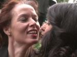 Premieren-Teppich: Wen küsst Rebecca Mir?