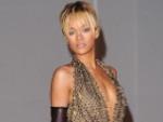 Rihanna: Mehr Selbstbewusstsein dank knapper Kleidung?