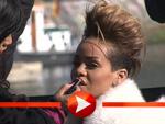 Rihanna wird für ihr Shooting geschminkt