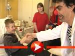 Rolando Villazón als Clown bei Kindern im Krankenhaus