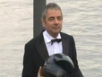 Rowan Atkinson: Rasanter Stunt in Berlin!