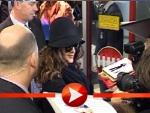 Salma Hayek mit Hut Sonnenbrille und vielen Fans in Berlin