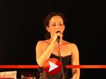 Heiße Premiere: Sharon Brauner singt in der 'Bar jeder Vernunft'