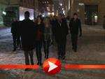 Guy Ritchie spaziert durch das verschneite Berlin