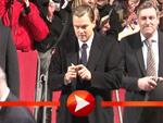 Leonardo DiCaprio beglückt seine Fans mit Autogrammen