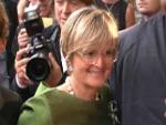 Verregnete Salzburger Festspiele: Fürstin Gloria von Thurn und Taxis mit Riesen-Brille!