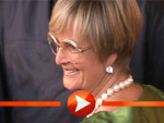 Gloria von Thurn und Taxis und weitere Gäste posieren in Salzburg