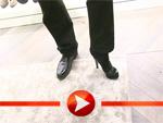 Martin Krug posiert in High Heels