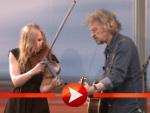 Wolfgang Niedecken singt mit Anne de Wolf im Bundestag