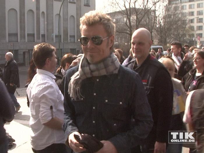 a-ha Star Magne Furuholmen umringt von Fans in Berlin
