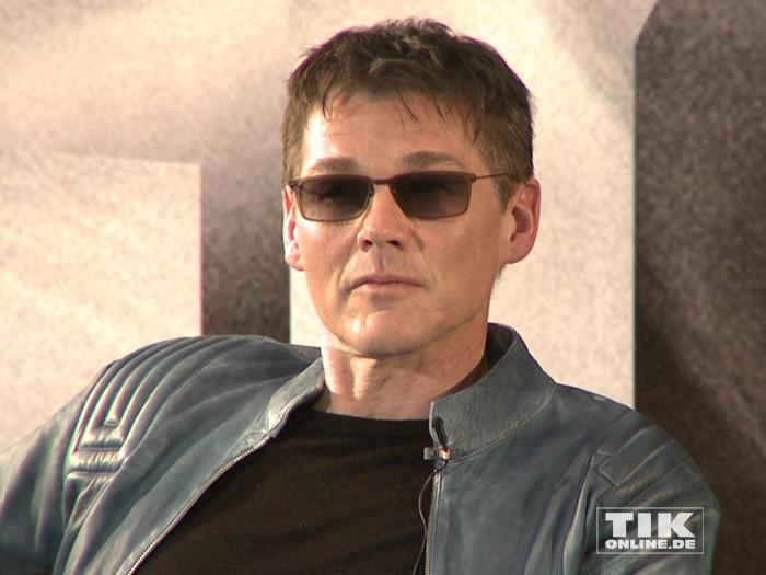 Mr. Cool: Morten Harket in blauer Lederjacke und Sonnenbrille