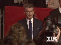 "Pierce Brosnan auf dem roten Teppich der ""A Long Way Down""-Premiere in Berlin"