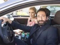 Adrien Brody gibt den Chauffeur für Lena Gercke