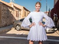 Lena Gercke im hellblauen Kleidchen