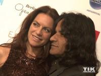 Christine Neubauer und ihr Freund José kuscheln verliebt bei der Berlinale Gala Opening Night