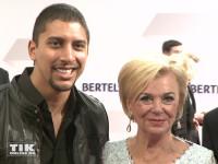 Andreas Bourani posierte gemeinsam mit Liz Mohn bei der Bertelsmann Party 2015