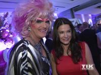 Olivia Jones und Mariella Ahrens gut gelaunt bei der Bertelsmann Party 2015