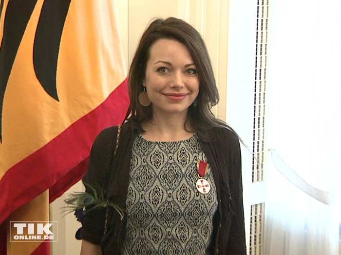 Cosma Shiva Hagen wurde von Bundespräsident Joachim Gauck für ihr Engagement mit der Verdiestmedaille geehrt