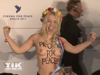 "Nackt-Protest bei der ""Cinema for Peace""-Gala 2014"