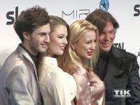 Jürgen, Ramona und Joelina Drews posieren mit Joelinas Freund Marc Aurel Zeeb beim Mira Award 2015