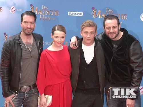 """Alec und Sascha von The BossHoss, Karoline Herfurth und Matthias Schweighöfer präsentierten in Berlin den Film """"Das magische Haus"""""""