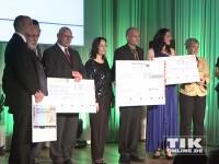 Viele Spenden-Schecks bei der Diabetes Gala 2013