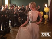 """Mareile Höppner präsentiert sich bei den """"Best Dressed Awards"""" 2014 den Fotografen"""