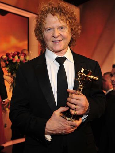 Sänger Mick Hucknall von Simply Red nahm die Goldene