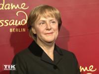 In schwarzgewandete Merkel-Wachsfigur aus ihrer ersten Amtszeit
