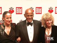 """Harry Belafonte posiert mit Tochter Gina und seiner Ehefrau Pamela bei """"Ein Herz für Kinder 2014"""""""