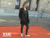 Heike Makatsch auf dem orangen Teppich der Eröffnung der David Bowie Ausstellung in Berlin