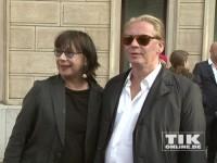 Ben Becker mit seiner Mutter Monika Hansen bei der Eröffnung der David Bowie Ausstellung in Berlin