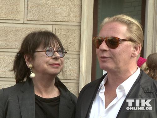 Ben Beckerbrachte seine Mutter Monika Hansen mit zur Eröffnung der David Bowie Ausstellung in Berlin