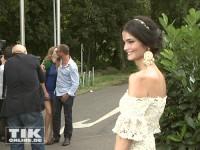 Während Thomas Kretschmann seine Freundin Brittany Rice küsst, lächelt seine Ex Shermine Shahrivar tapfer bei der Eröffnung der Sommer Fashion Week Berlin 2014 für die Kameras