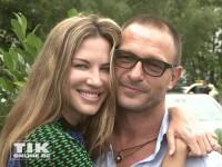 Thomas Kretschmann kuschelt mit seiner Freundin Brittany Rice bei der Eröffnung der Sommer Fashion Week Berlin 2014