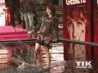 """Charlotte Roche hat Spaß im Nass auf der """"Feuchtgebiete""""-Premiere in Berlin"""