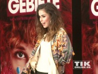 """Lena Meyer-Landrut posiert auf der """"Feuchtgebiete""""-Premiere in Berlin"""