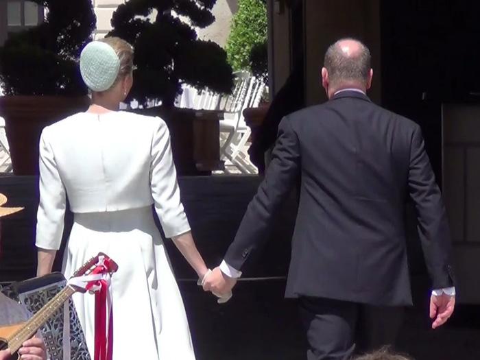 Fürst Albert und Fürstin Charlène Hand in Hand