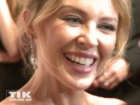 Kylie Minogue lacht bei den GQ Männer des Jahres Awards 2013