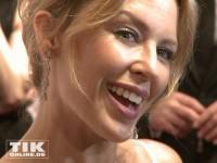 Flirtie Kylie Minogue lacht bei den GQ Männer des Jahres Awards 2013