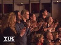 """Die Ochsenknecht-Kinder Cheyenne, Jimi Blue, Wilson Gonzalez und Rocco Stark applaudieren gemeinsam mit Diana Amft bei der Premiere von """"Schlechter Rat"""""""