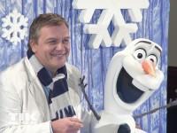 Hape Kerkeling posiert mit Schneemann
