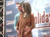"""Pietro Lombardi streichelt zärtlich den Babybauch seiner Frau Sarah Engels bei der Premiere der Holiday On Ice Show """"Platinum"""""""