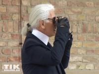 Karl Lagerfeld mit Fotoapparat