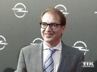 Bundesverkehrsminister Alexander Dobrindt auf Karl Lagerfelds Choupette-Vernisage