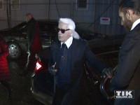 Karl Lagerfeld wurde stilecht vor der Galerie vorgefahren