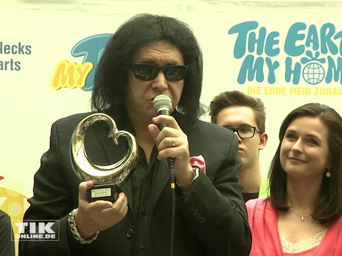 """KISS-Bassist Gene Simmons erhielt für sein soziales Engagement das """"Blaue Herz"""""""